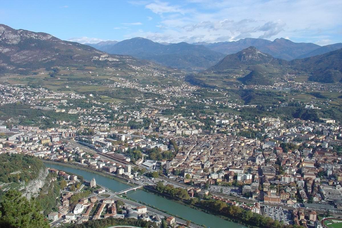 Италия. Тренто. Вид на город город с высоты птичьего полёта