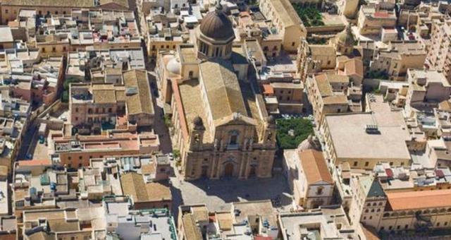 Кафедральный собор Святого Таммазо из Катербери. Итальянский город Марсала