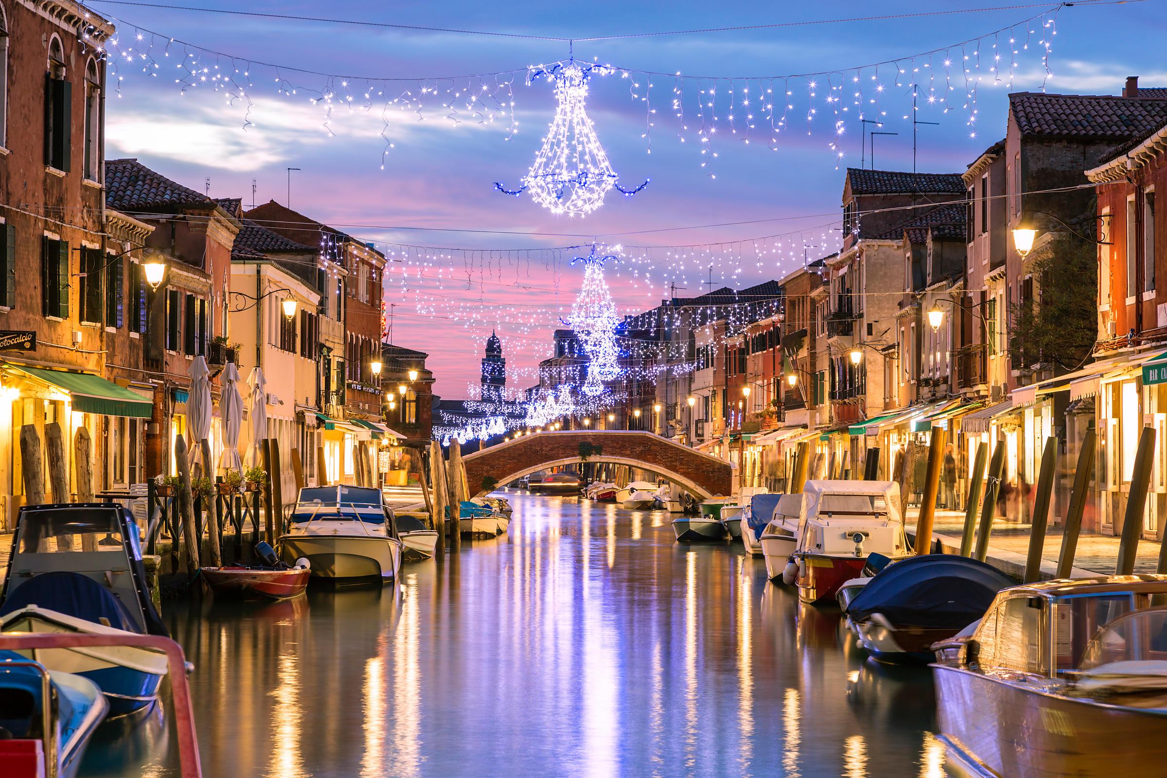 Новый Год в Венеции. Вид на каналы с новогодней иллюминацией