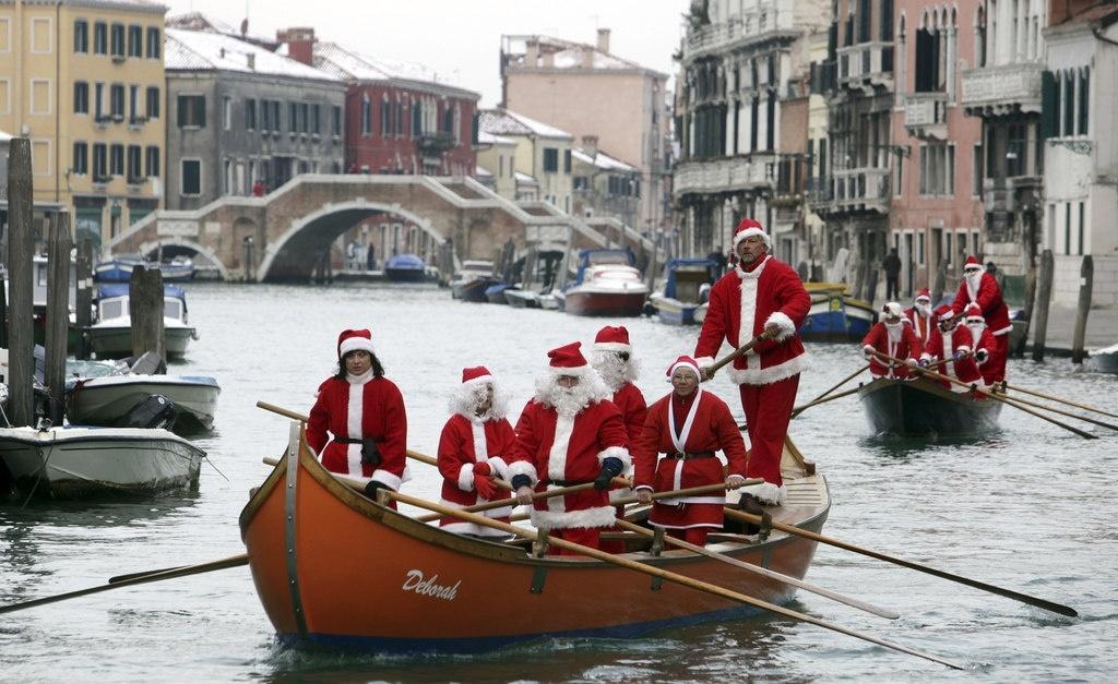 Новый Год в Венеции. Санта-Клаусы в Венеции